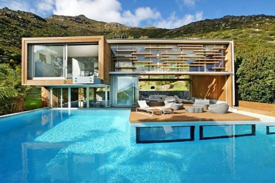 Casa con moderna piscina