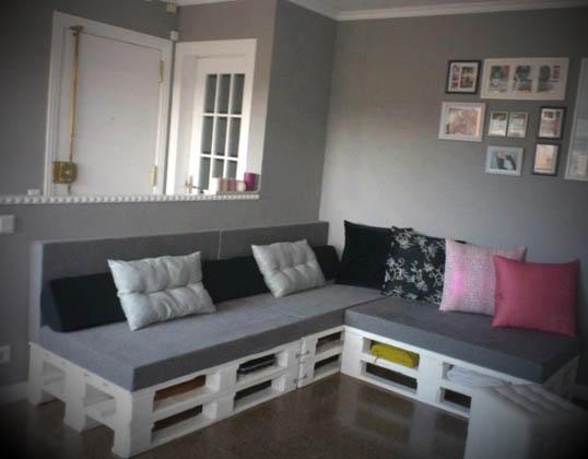 Como fazer sof s de paletes for Salas pequenas economicas