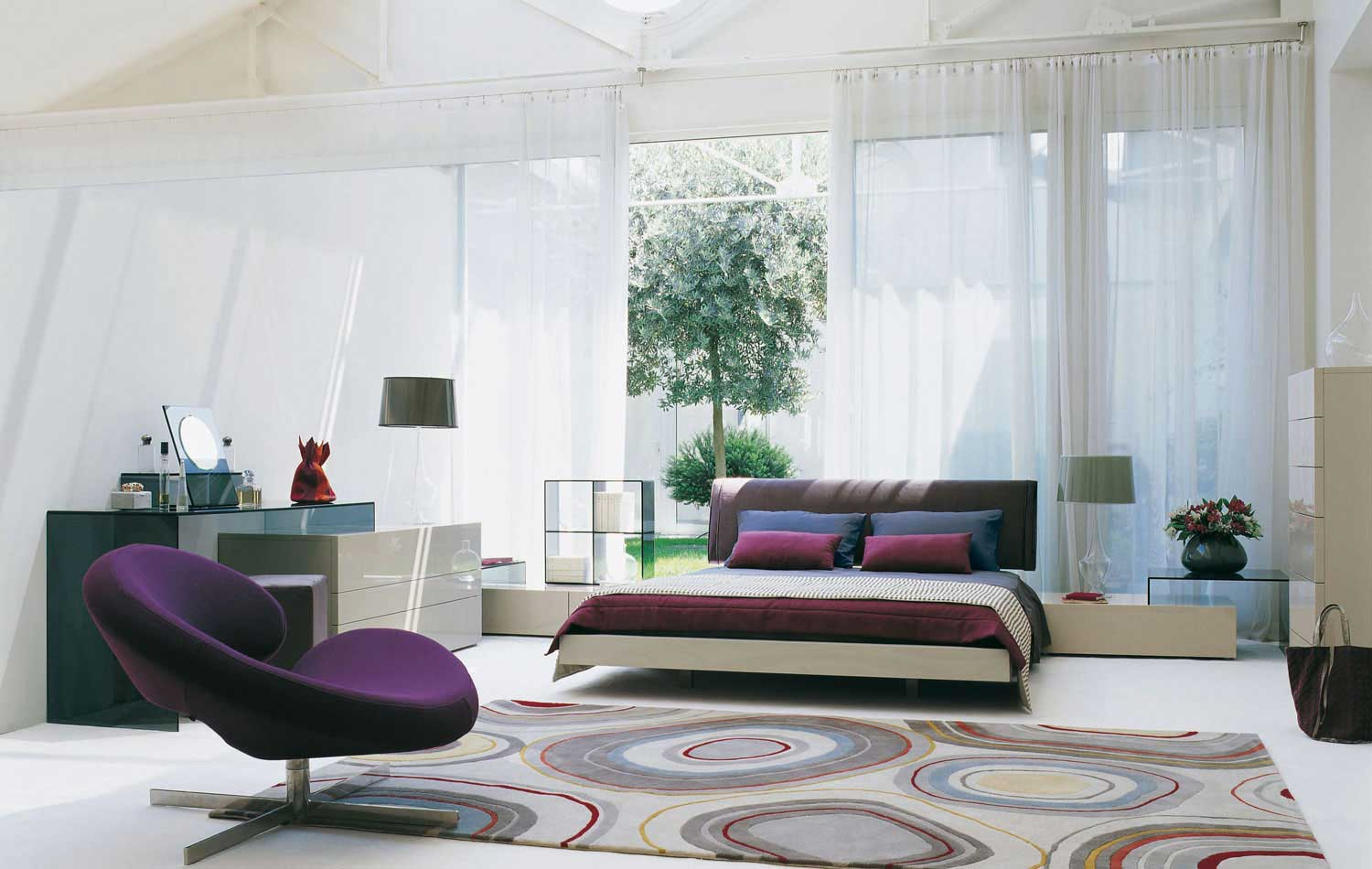 conttemporary-white-purple-bedroom