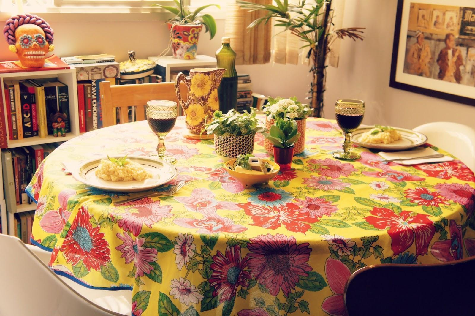 mesa decorada com chita