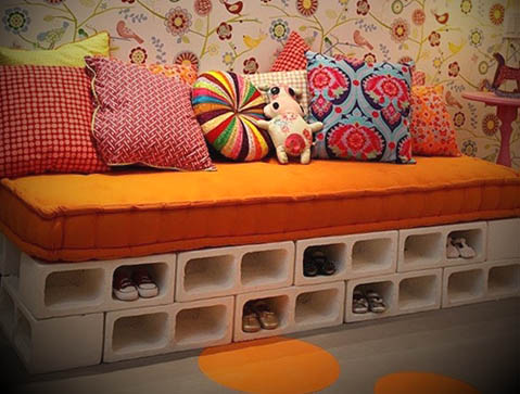 sofa decorativo com bloco